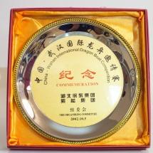 2002年参加中國武漢國際龍舟邀請賽大會送贈本會之記念品