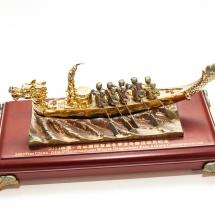 2003年参加中國吉林首屆冬季龍舟邀請賽大會送贈本會之記念品