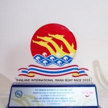 2015年参加泰國曼谷國際龍舟邀請賽大會送贈本會之記念品